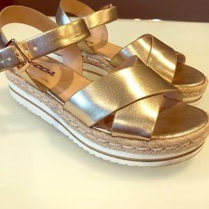 ⭐️ Gold Espadrille Sandals ⭐️
